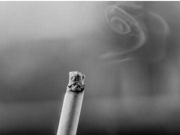 Casi 3.000 personas acuden cada año a la AECC para dejar de fumar