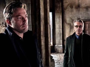 Jeremy Irons junto a Ben Affleck en 'Batman v Superman'