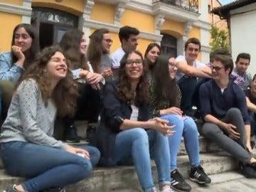 Frame 100.434742 de: Más de 200.000 alumnos se enfrentan a la última Prueba de Acceso a la Universidad.
