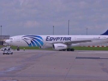 Frame 8.210929 de: El avión de EgyptAir siniestrado tuvo que realizar tres aterrizajes de emergencia 24 horas antes del accidente