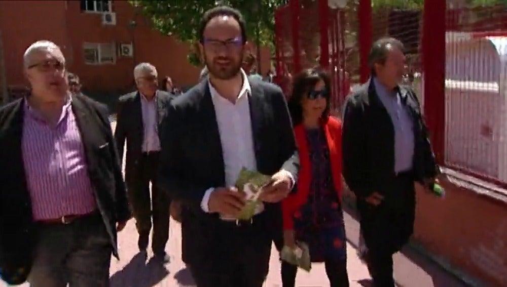 """Frame 19.418303 de: El PSOE promete una """"renta básica"""" en su """"plan contra la pobreza"""""""