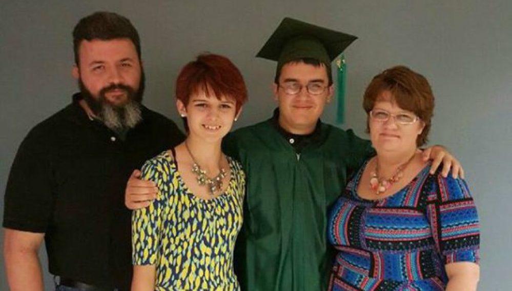 Un joven autista logra graduarse en Secundaria
