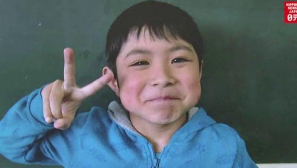 Frame 13.890818 de: Aparece con vida el niño que desapareció en un bosque nipón tras ser abandonado por sus padres como castigo