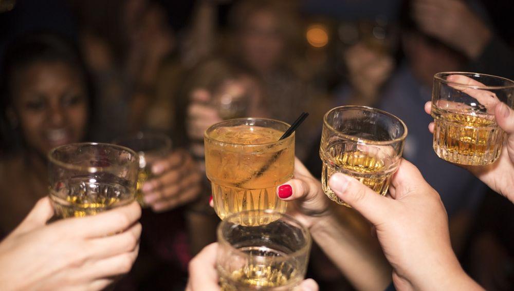 ¿Cuánta felicidad te da una copa de alcohol?