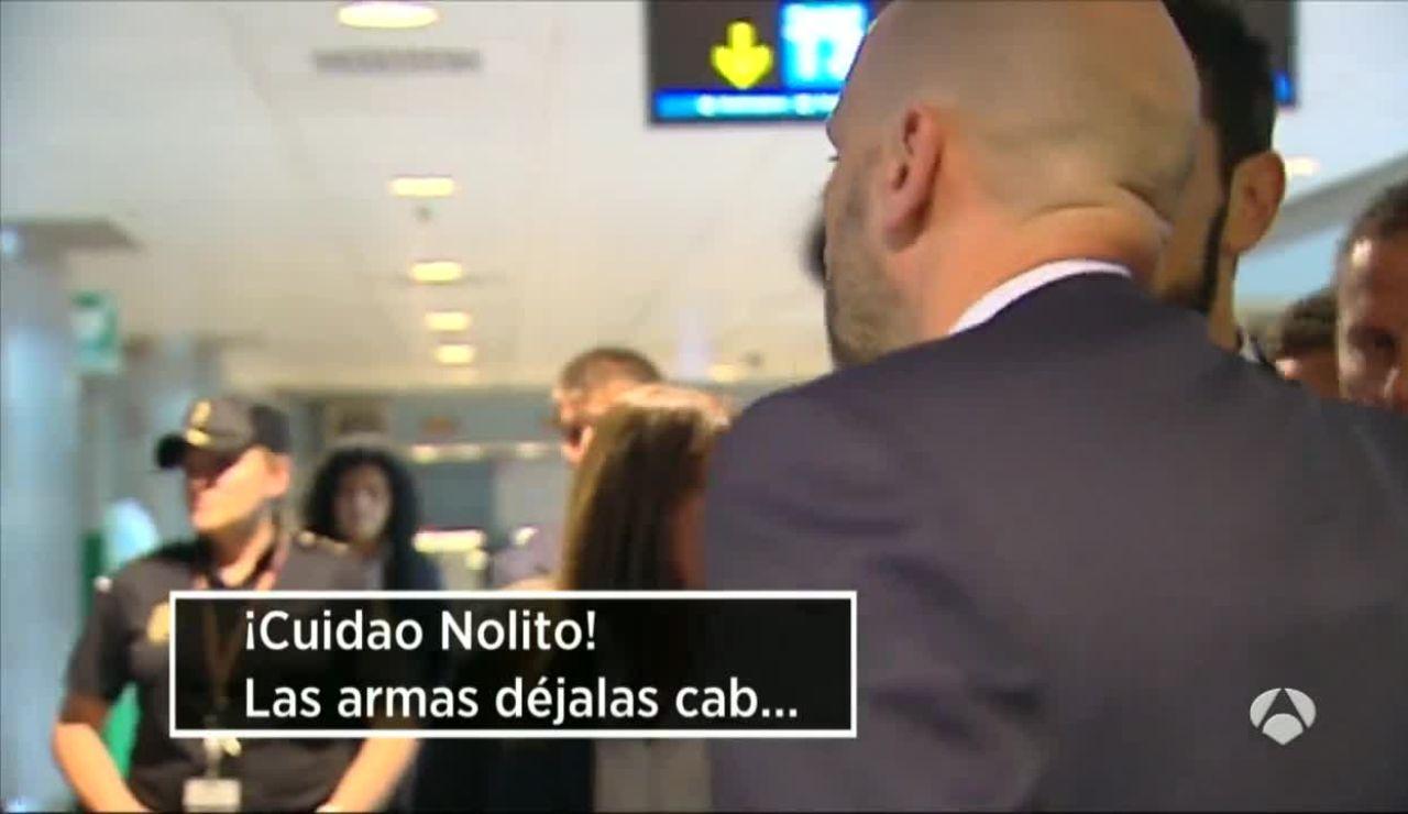 Broma de Ramos a Nolito en  el aeropuerto de Madrid