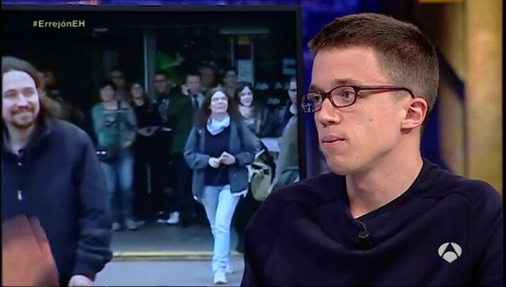 """Frame 657.76433 de: Errejón: """"Es posible que sea Pedro Sánchez quien tenga que hacer de árbitro entre el PP y nosotros"""""""
