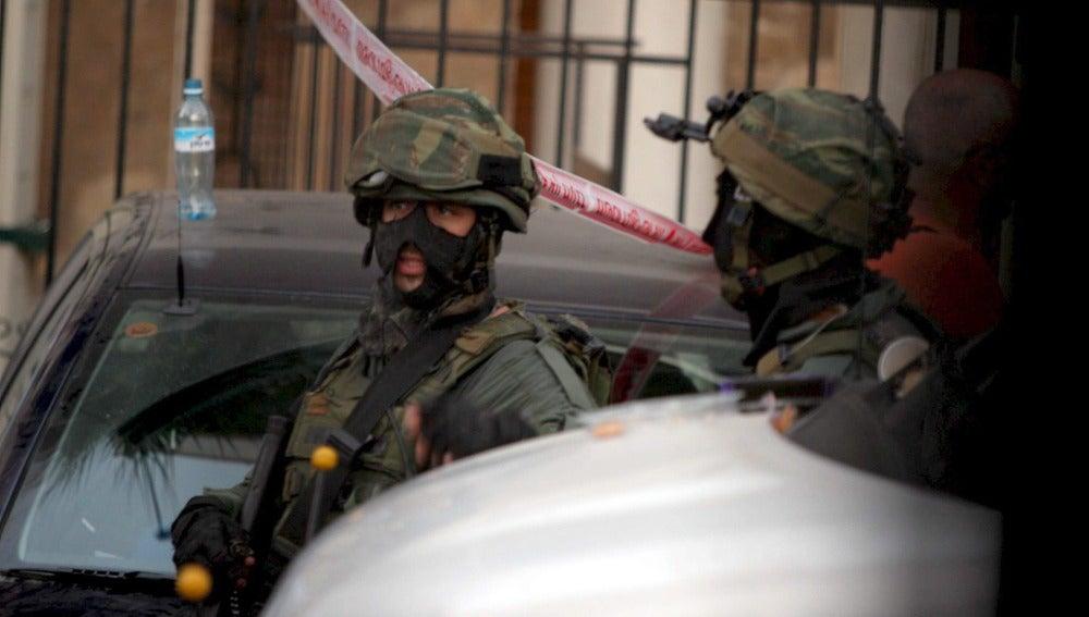 Dos agentes de Policía en Tel Aviv