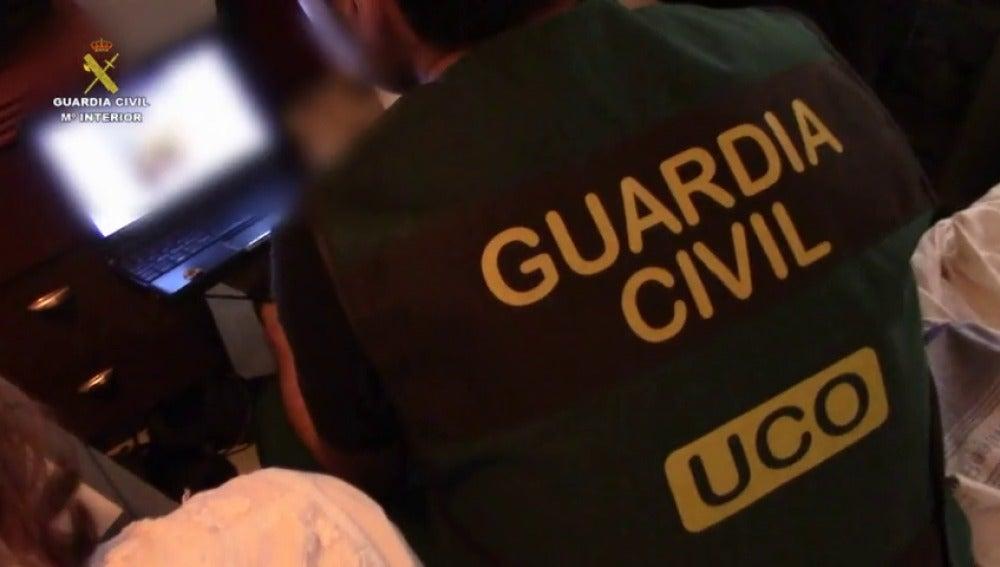 La guardia civil detiene a un conocido bloguero en temas de educación por abusos a menores