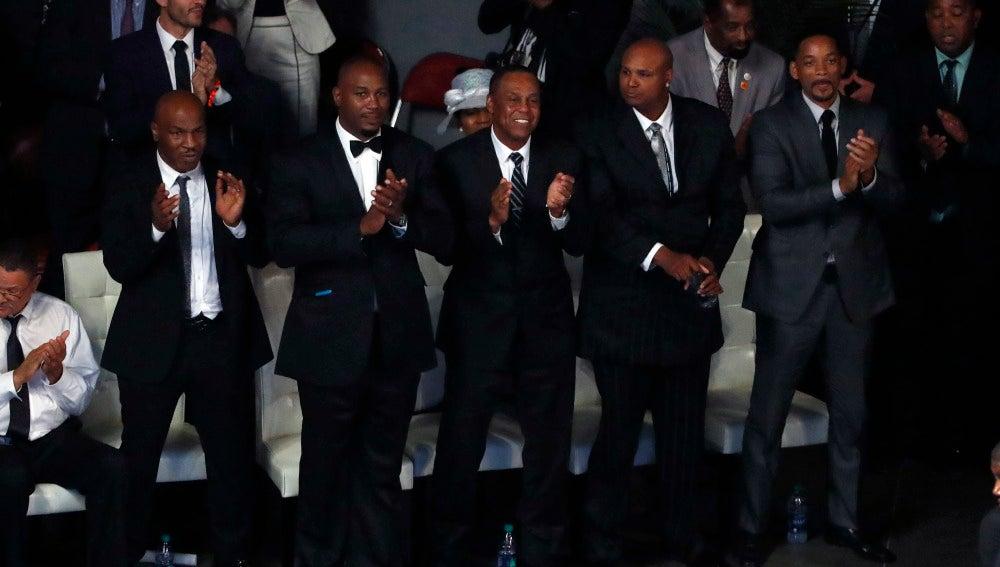 Mike Tyson, Lennox Lewis o Will Smith en el funeral de Ali