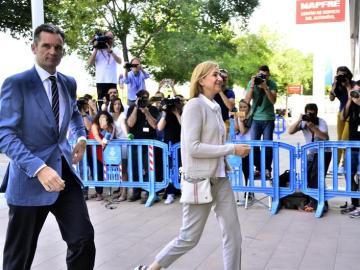 La Infanta y Urdangarin, a su llegada a la sede de la Escuela Balear de la Administración Pública