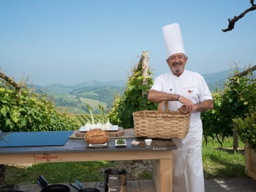 Karlos Arguiñano sale al exterior para cocinar en verano