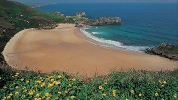 Playa de Torimbia, en Asturias, la mejor naturista de España, según el ránking