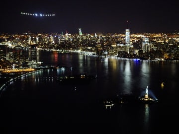 El 'Solar Impulse II' a su llegada a la ciudad de Nueva York.
