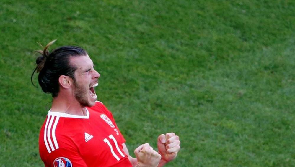 Bale celebra su gol a la selección de Eslovaquia