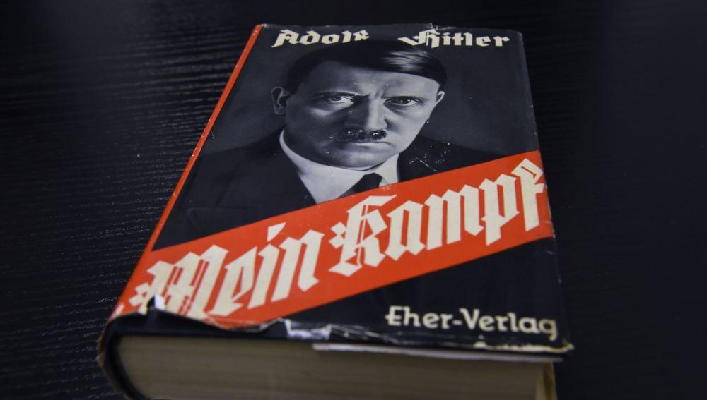 Portada del libro 'Mein Kampf' ('Mi lucha'), de Adolf Hitler.