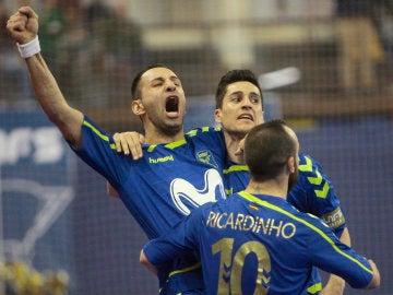 Los jugadores del Inter Movistar celebran la victoria