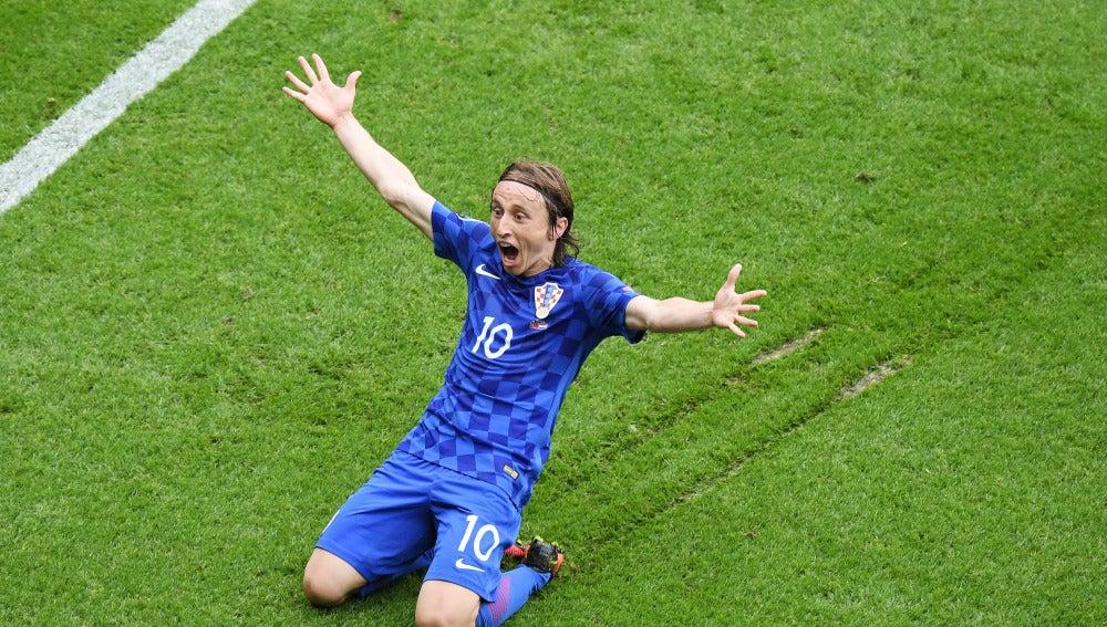 Luka Modric celebra su gran gol contra Turquía