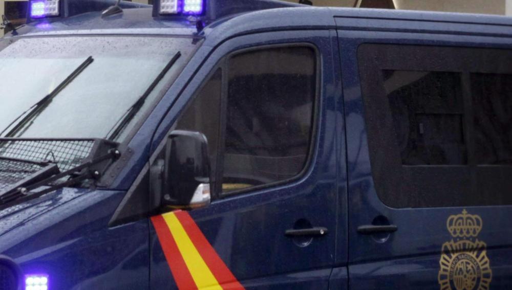 Un furgón del Cuerpo Nacional de Policía