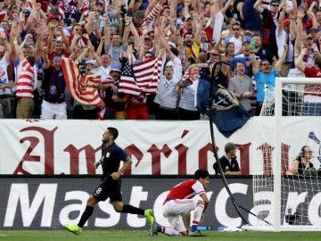 Dempsey celebra un gol ante Paraguay