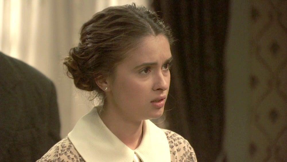 Beatriz descubre que buscan a Hernando por asesinato