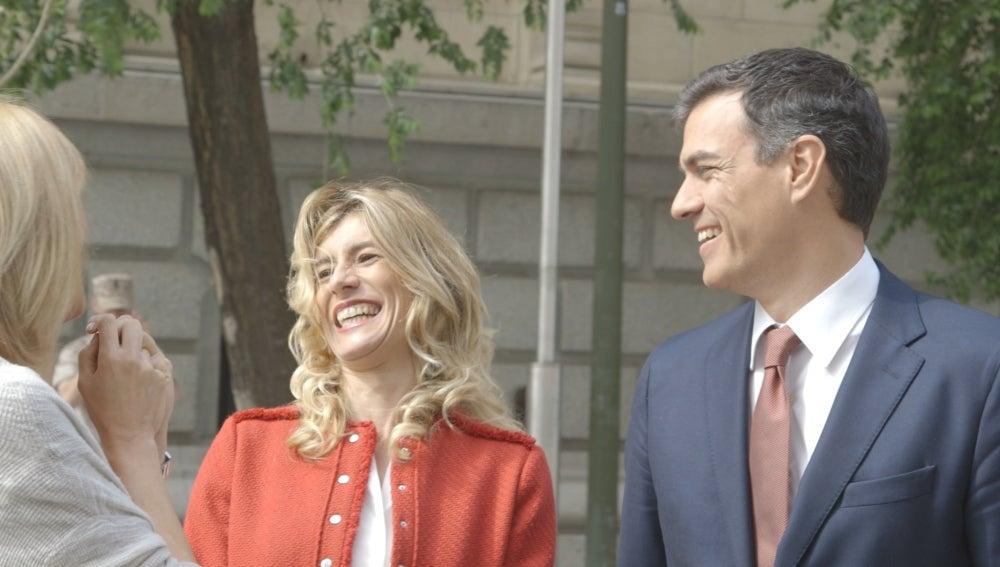Susanna Griso charla con Begoña Gómez y Pedro Sánchez en 'Dos días y una noche'