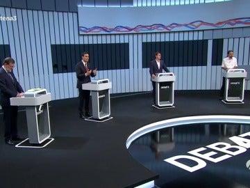 Frame 43.659428 de: Cataluña: Iglesias insiste en rel referendum, Rajoy en la defensa de la ley y Sánchez y Rivera apuestan por una reforma constitucional