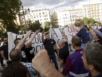 Medio centenar de ultraderechistas irrumpen en el acto de Podemos