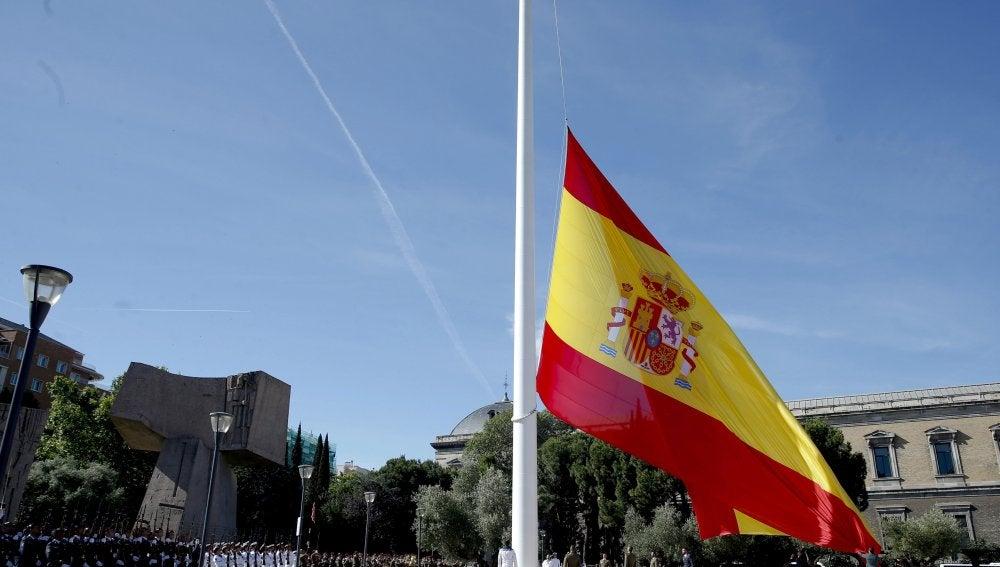 Izado solemne de bandera