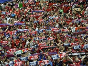 La afición de Osasuna celebra el ascenso