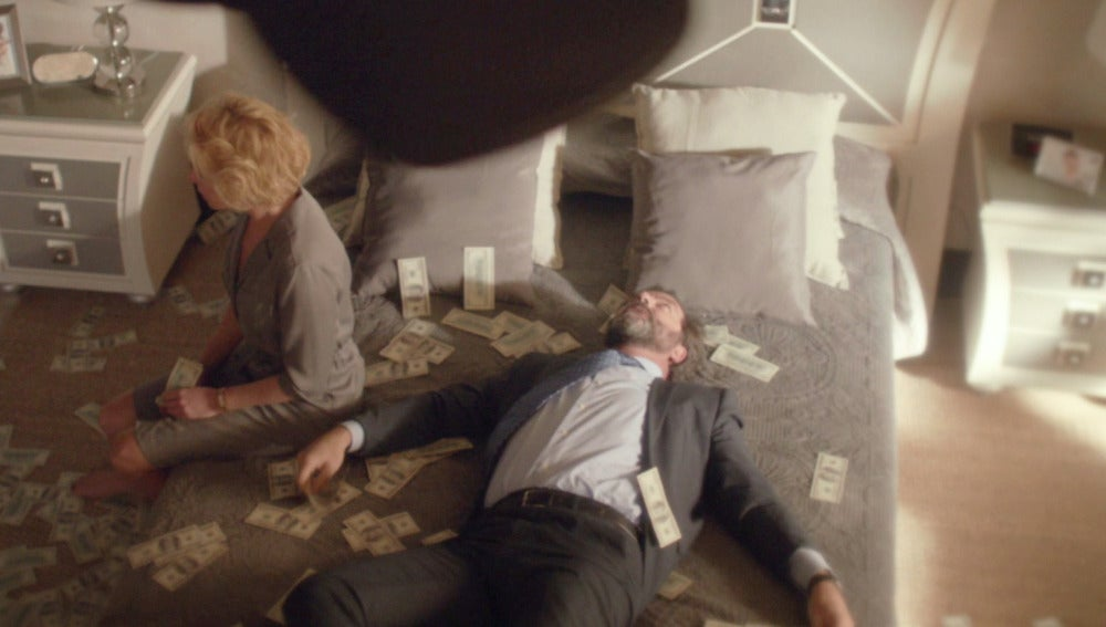 Luis y Claudia encuentran dinero en el falso techo de su casa