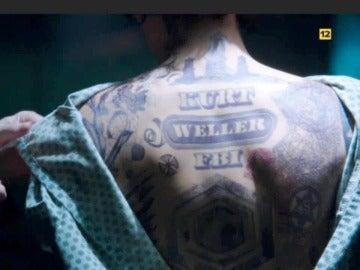 Jane lleva el nombre de Kurt Weller tatuado en su espalda
