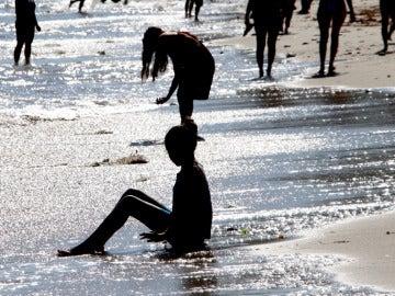 Bañistas en una playa