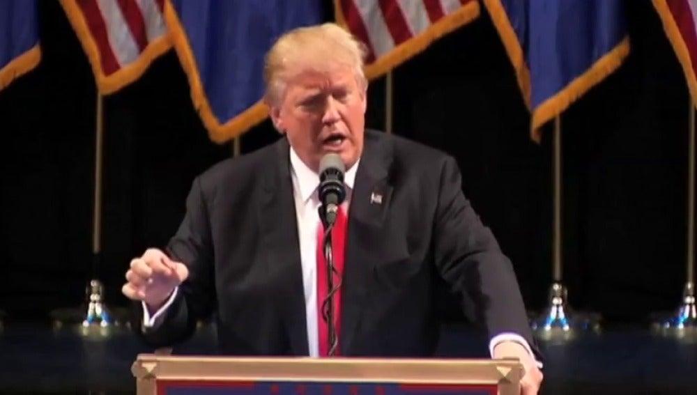Frame 18.227861 de: A Donald Trump se le complica la campaña electoral