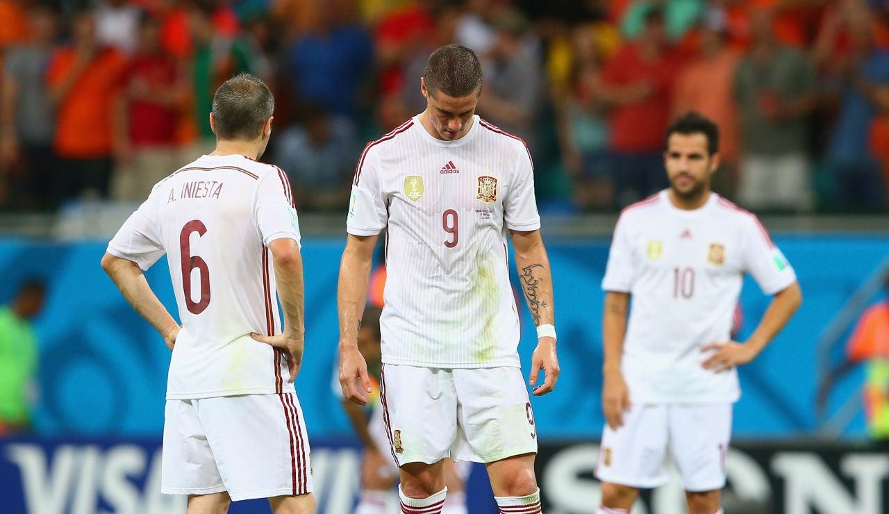 Los jugadores de la selección española se lamentan ante Holanda en el Mundial 2014 de Brasil