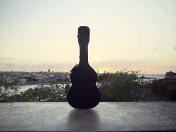 Frame 23.104221 de: La última guitarra de Paco de Lucía recorre Iberoamérica para rendir homenaje a su dueño