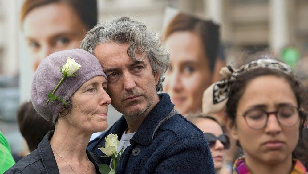 Asistentes al homenaje a Jo Cox en Trafalgar Square