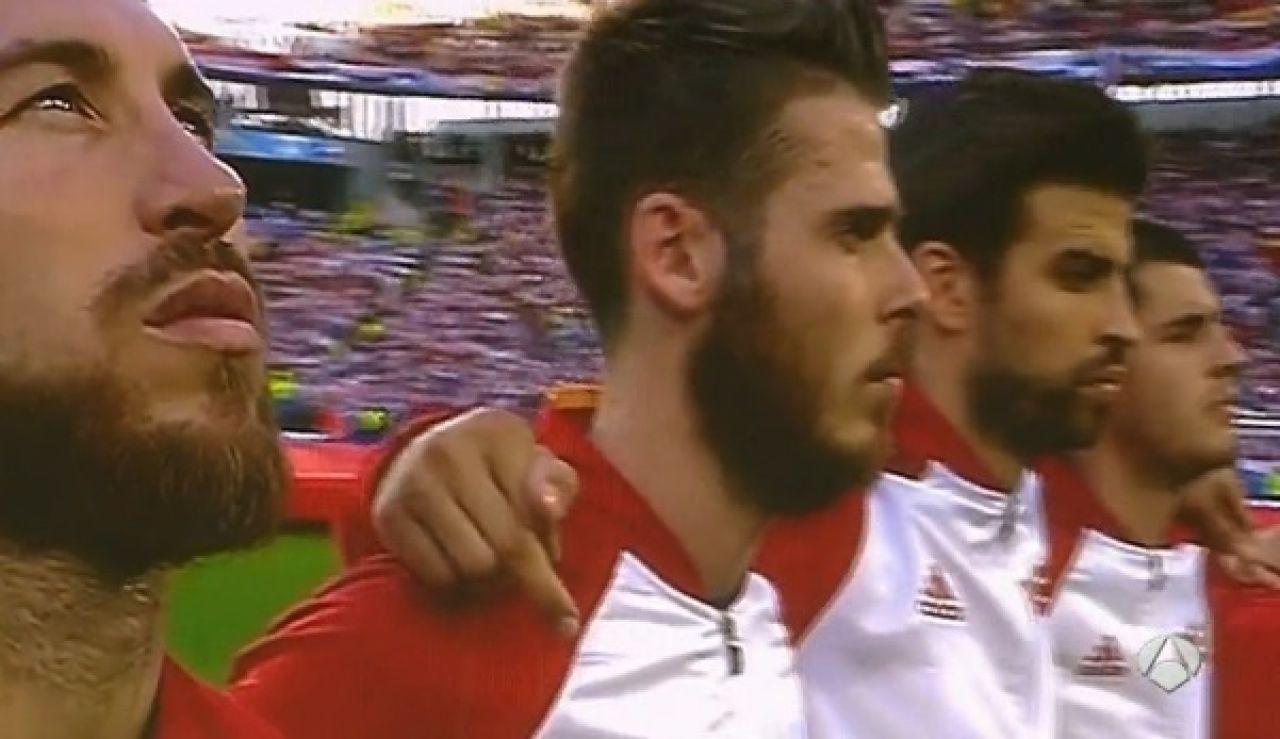 Gerard Piqué, durante el himno de España antes del duelo ante Croacia