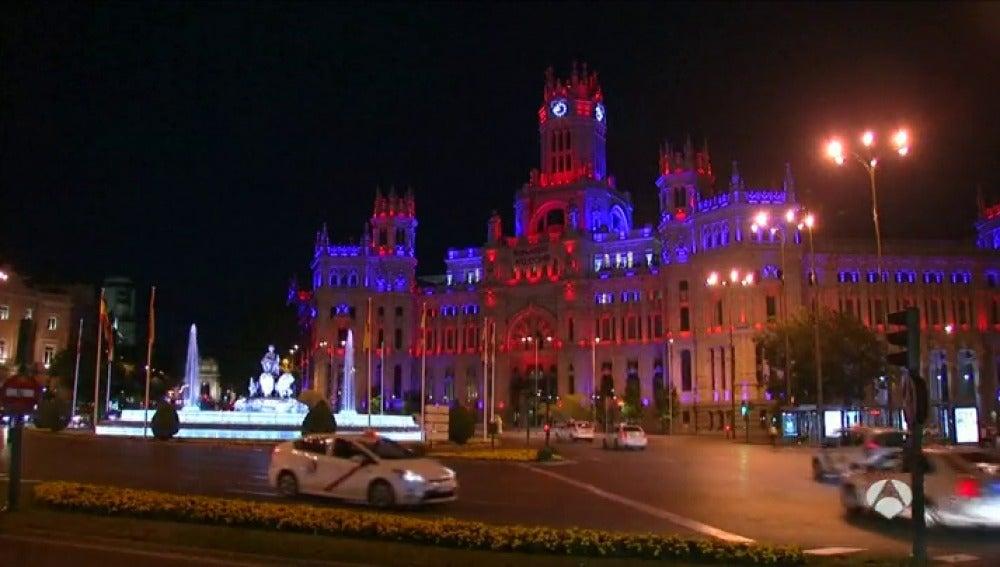 Frame 0.784939 de: Madrid se viste de los colores británicos para apoyar la permanencia de Reino Unido en la UE