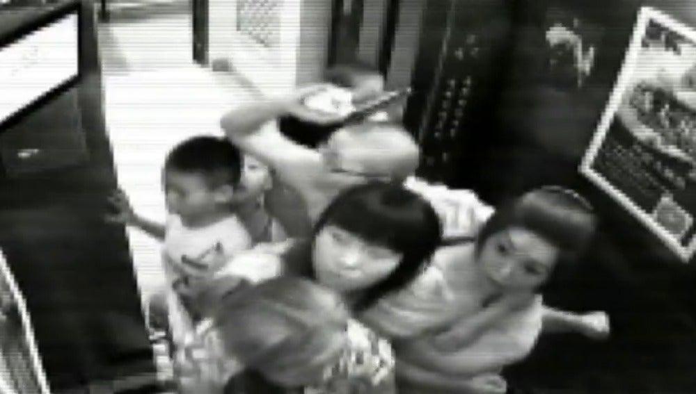 Frame 10.026696 de: Angustioso asalto con rehenes en China