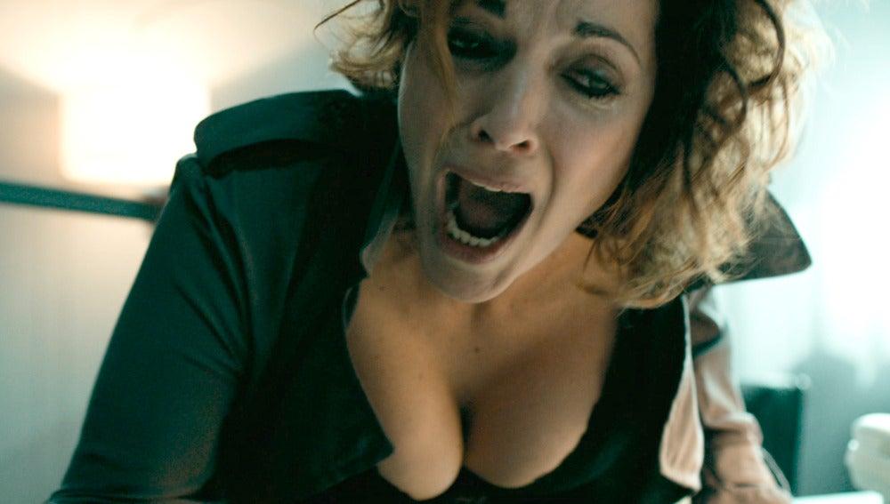 Una secretaria madura haciendo una mamada - 2 8