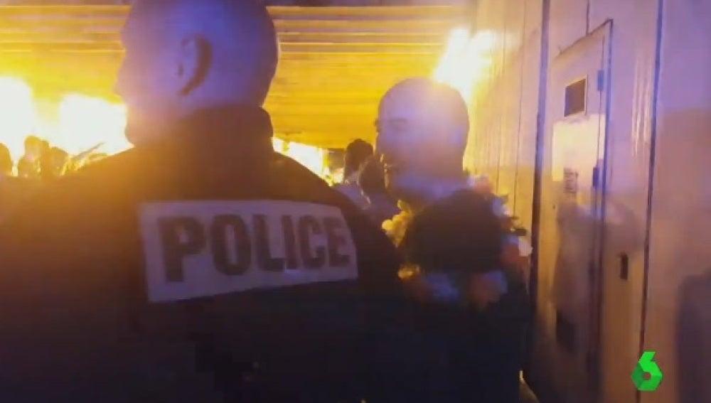 Aficionados de Irlanda del Norte cantan a la policía francesa