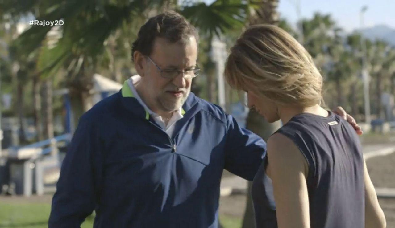 Frame 8.561036 de: Susanna Griso le enseña técnicas de estiramiento a Mariano Rajoy