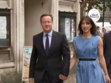 Frame 1.85957 de: Reino Unido decide este jueves si futuro se construye dentro de la UE