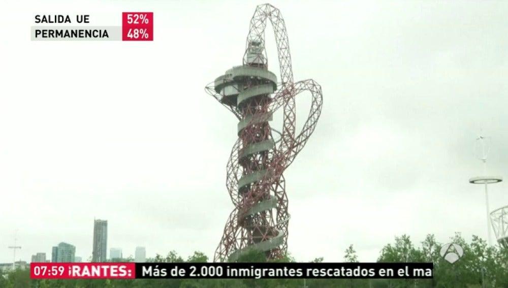 Frame 33.864433 de: El tobogán más grande del mundo abre este viernes sus puertas en Londres