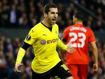 Mkhitaryan celebra un gol con el Dortmund