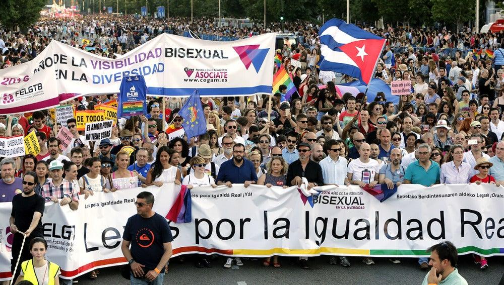 Pancarta que encabeza la marcha del Orgullo en Madrid
