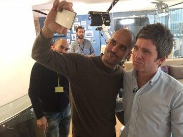 Pep Guardiola y Noel Gallagher se hacen un selfie