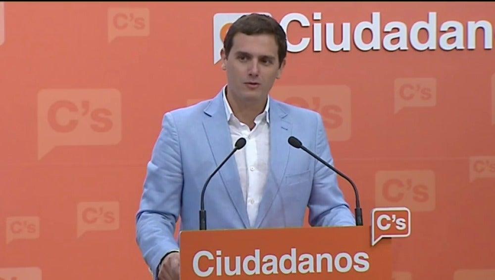Frame 0.0 de: Rivera vaticina que el PP gobernará en minoría con la abstención del PSOE y Ciudadanos estará en la oposición