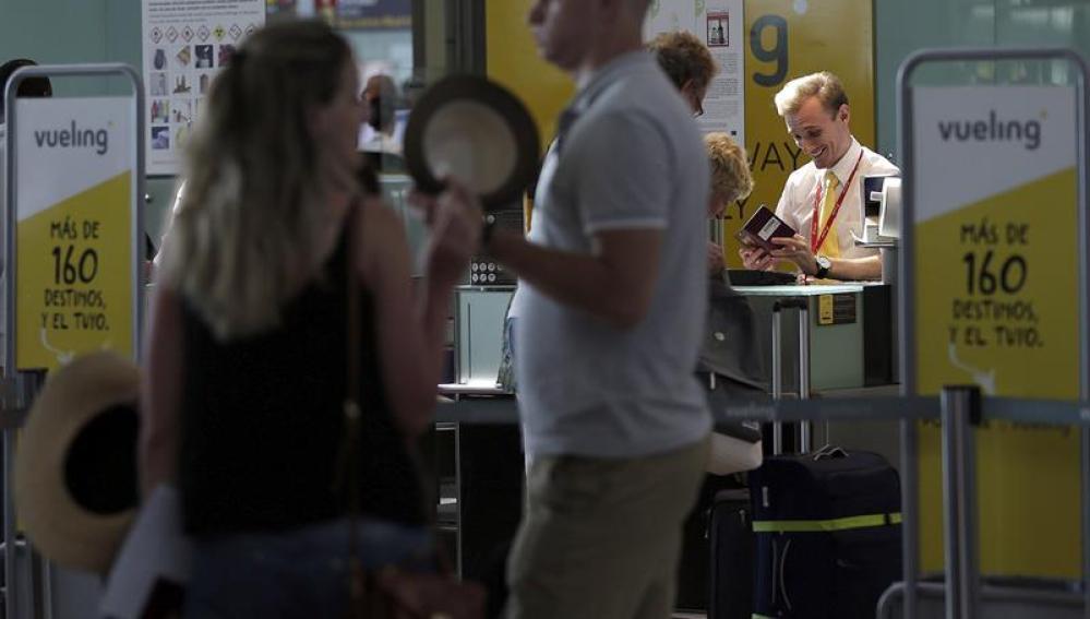 Pasajeros en el aeropuerto de El Prat.