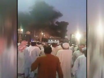 Frame 25.587403 de: Una cadena de atentados sacuden varias mezquitas de Arabia Saudí en el último día del Ramadán